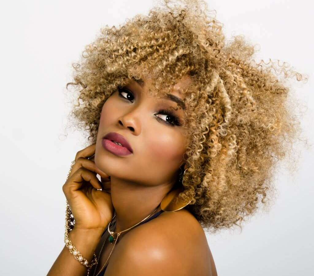 woman face curly hair 157920 1024x1024 1